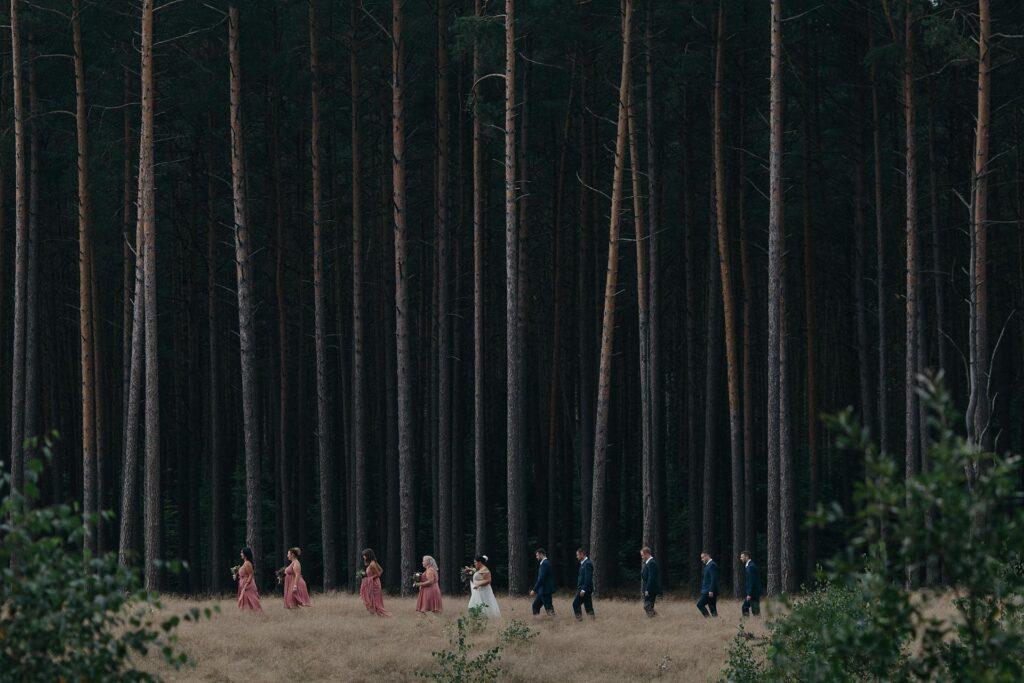 Ślub boho w lesie na Mazurach
