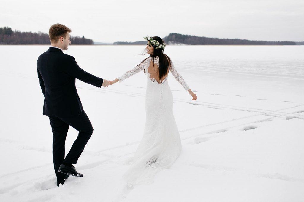 Zimowa sesja ślubna w rustykalnym stylu