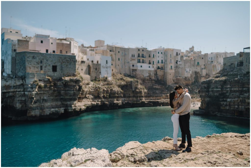 SPONTANEOUS SESSION IN THE PICTURESQUE ITALIAN PAIR OF POLIGNANO A MARE