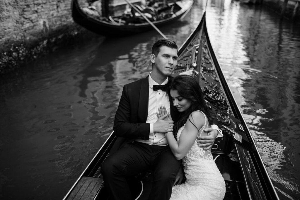 Sesja ślubna zdjęcie czarnobiałe