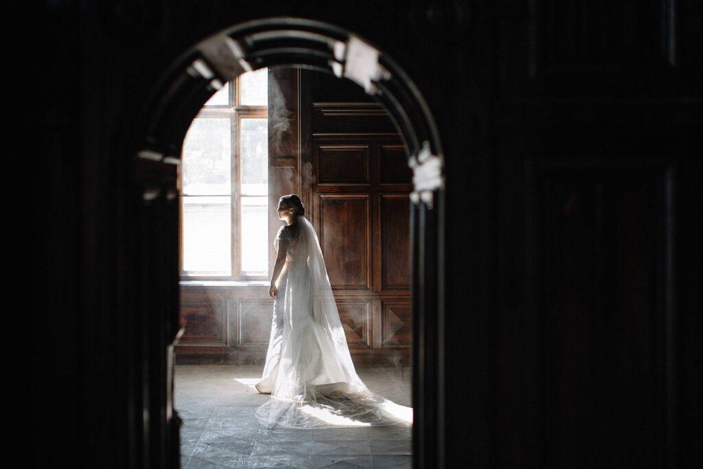 Sesja ślubna w opuszczonym pałacu w Bożkowie